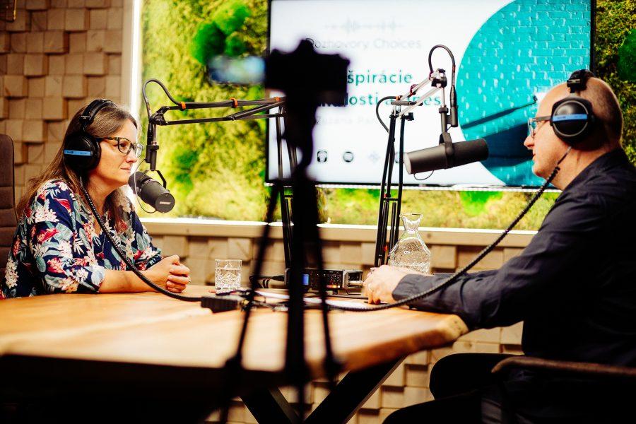 Zuzana Panczová a Ivan Ježík v nahrávacom štúdiu