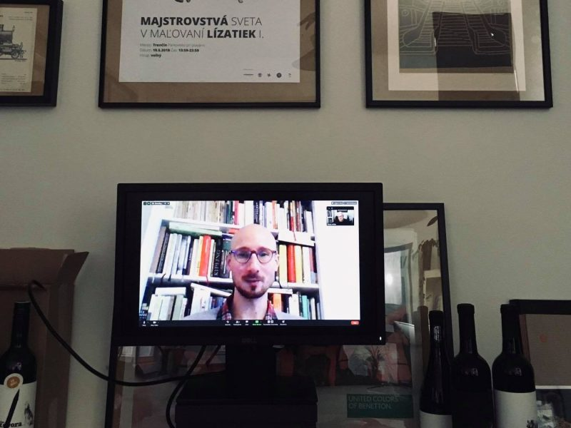 Viktor Suchý na obrazovke monitora