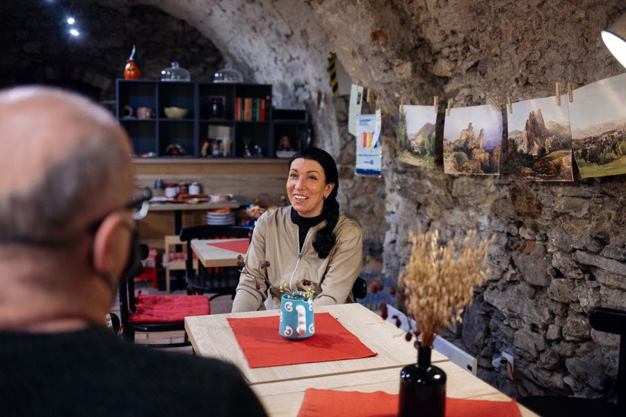 Marka Dutková pred výstavou fotografií
