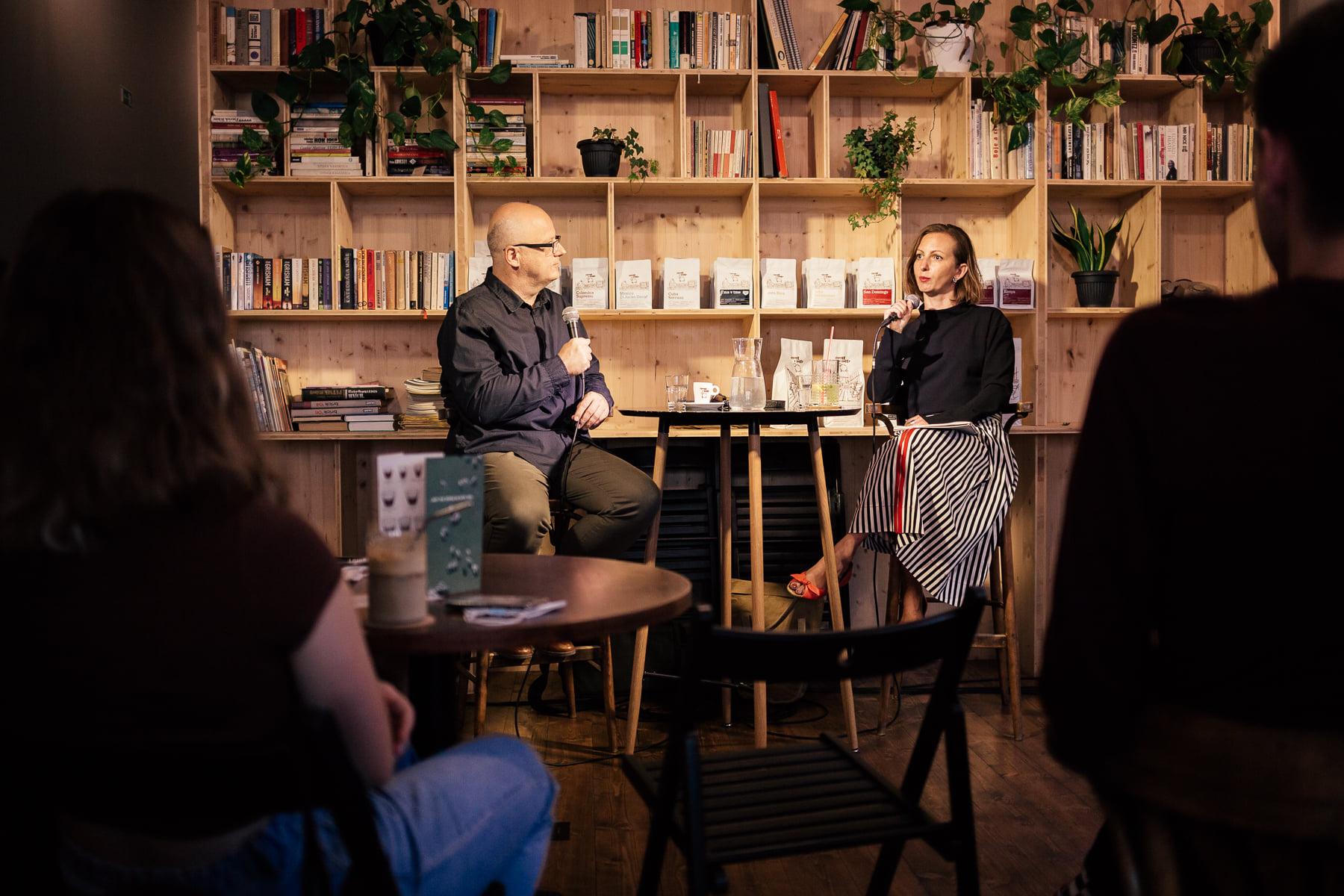 Ivan Ježík pri rozhovore s Elenou Gallovou Kriglerovou